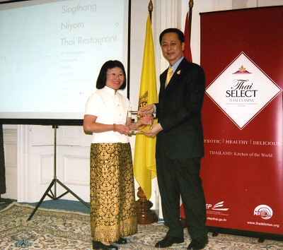 Piek receives the Thai Select award at the Thai Embassy in London